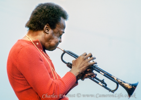 Miles Davis with his trumpet at Afton 1970